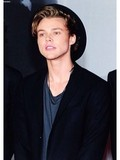 05. Ashton Irwin.